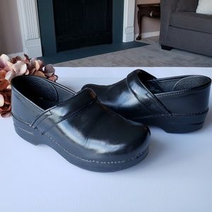 Dansko Professional Leather Black Clogs 38, 8